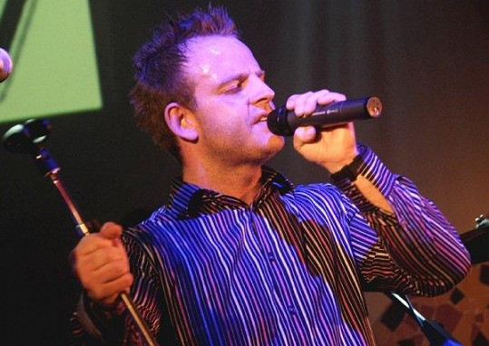 Zpěvák skupiny Eddie Stoilow Jan Žampa.