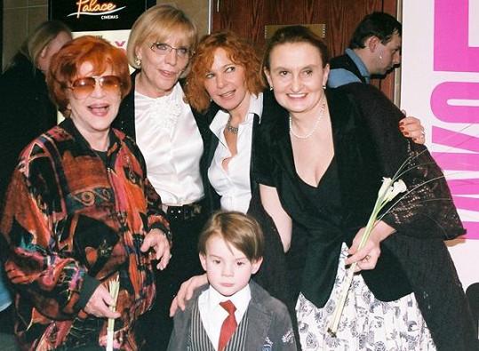 Jaroslava Adamová (vlevo) s kolegy na projekci svého posledního filmu.