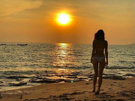Západ slunce na pláži Jomtien
