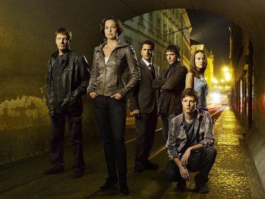 Tereza (vpravo)s kolegy ze seriálu Pohřešovaní