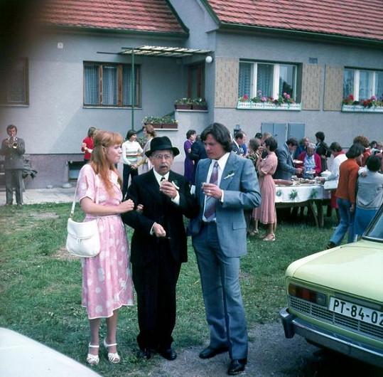Dagmar Havlová, Vlastimil Brodský a Svatopluk Skopal během natáčení
