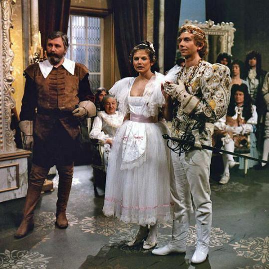 Ivana Andrlová jako zrcadelnice Běla a budoucí královna