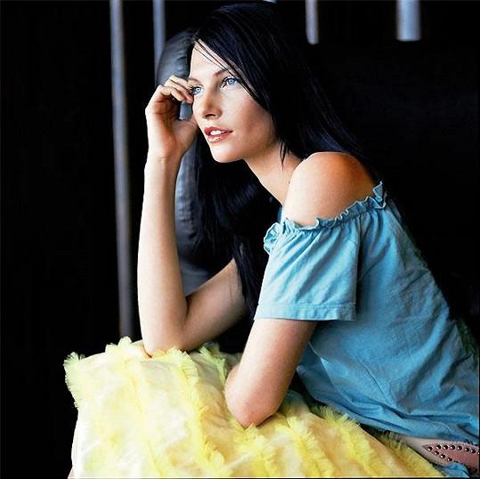 Iva patří k našim nejpůvabnějším zpěvačkám.