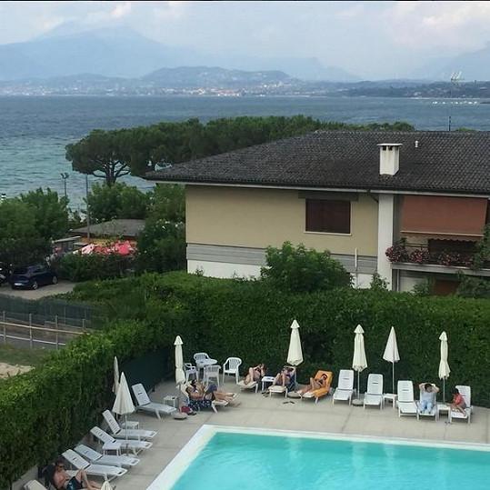Rodina pobývala kousek od oblíbeného italského jezera.