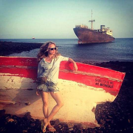 Simona využívá pohostinnosti svého kamaráda, který má na Lanzarote dovolenkové sídlo.