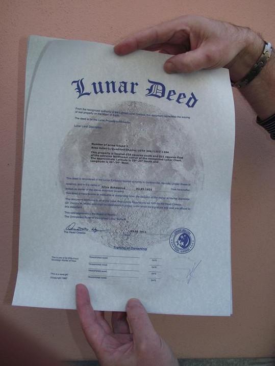 Certifikát potvrzující, že Jiřině Bohdalové patří kus Měsíce.