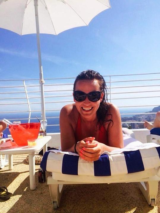Moderátorka z Primy si relax na sluníčku patřičně užila.