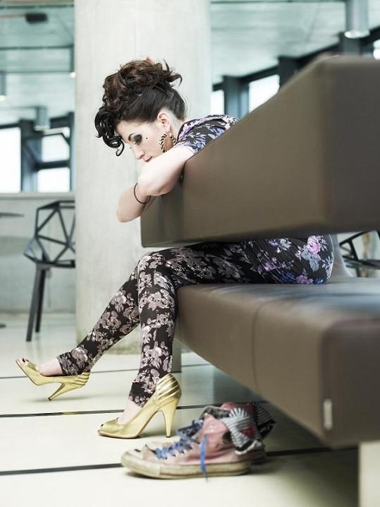 Klára si sama navrhuje i styling na vystoupení.