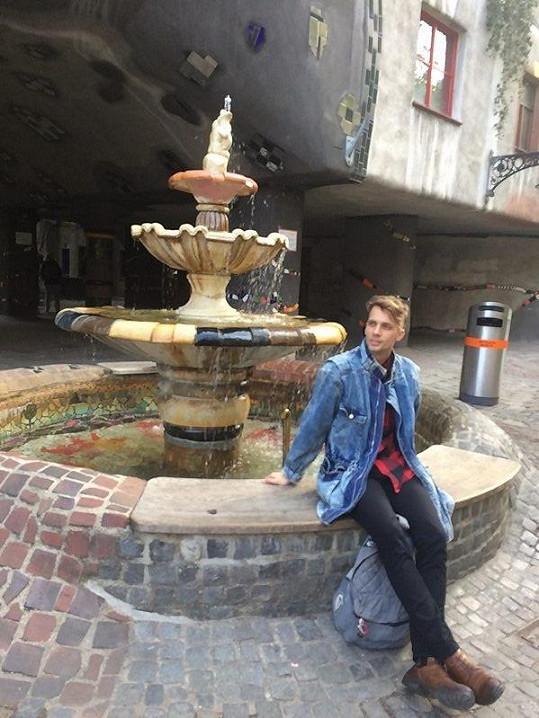 Zavedl nás i k zajímavému architektonickému dílu rakouského umělce Hundertwassera přirovnávanému ke Gaudímu.