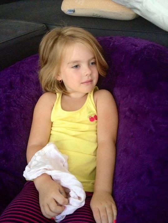 Dcera Rozárka roste jako z vody. Jejím biologickým otcem je právě Červín.
