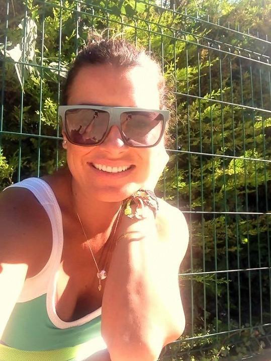 Alena Šeredová si užívá relax na dovolené.