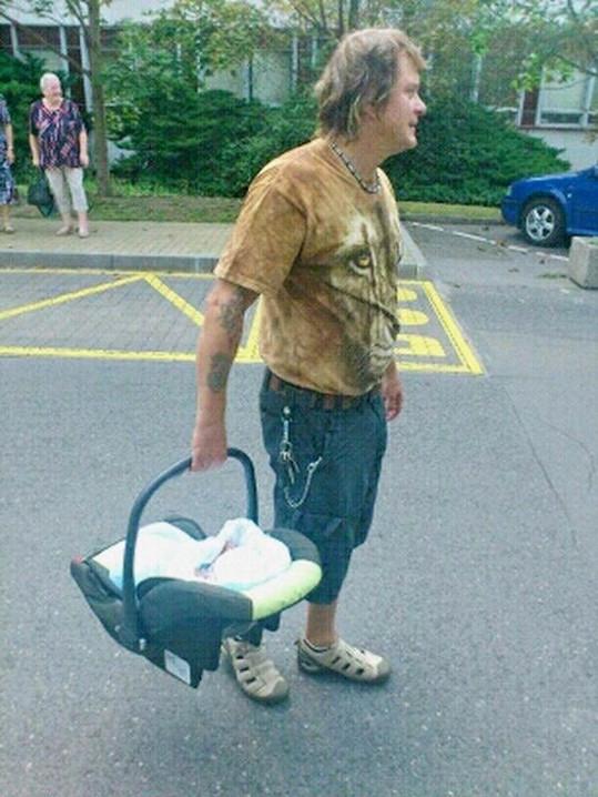 V nosítku si Vilda Čok odnášel své první vnouče.
