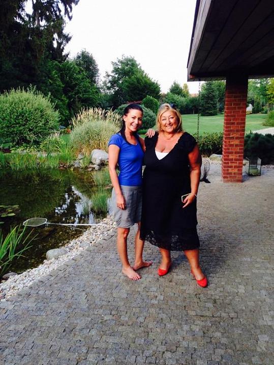 Gabriela Partyšová s přítelem přivítali na návštěvě Halinu Pawlowskou.