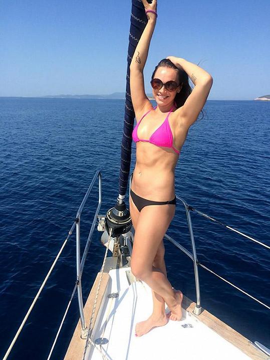 Kamila si užívala dovolenou na jachtě v Chorvatsku.