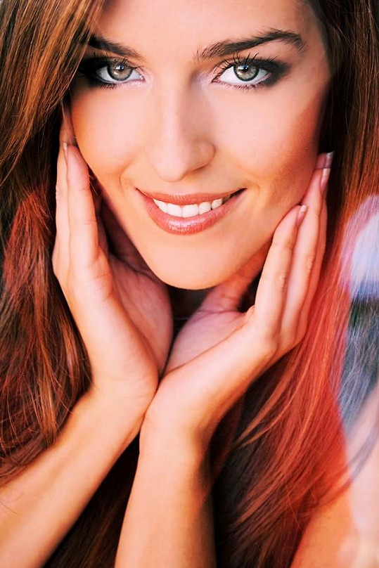 Anna má krásný úsměv.