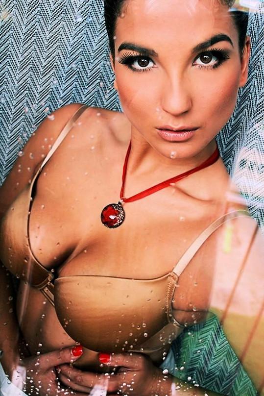 Lenka Hovorková se živí modelingem a zúčastnila se soutěže Hotel Paradise.