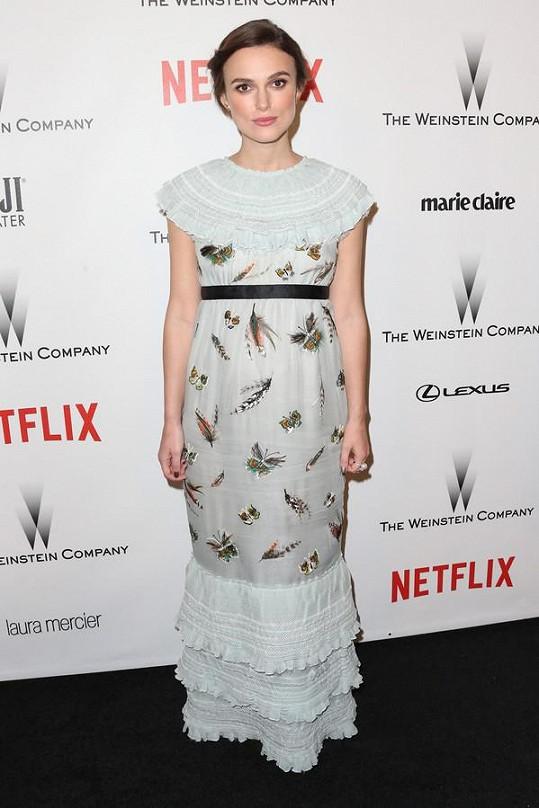 Keira Knightley v retro šatech z módního domu Chanel
