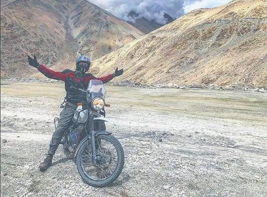 Dvanáctihodinová jízda na motorkách k ledovcovému jezeru Pangong.