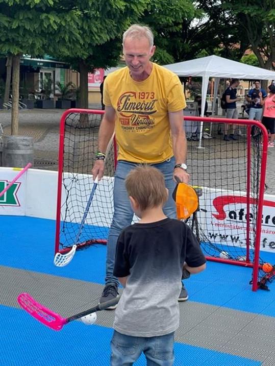 Bývalý hokejista se do zahraničí nežene, stačí mu léto doma.
