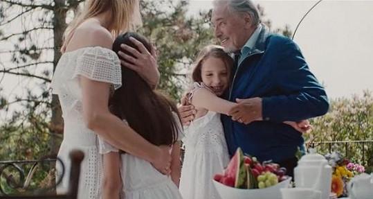 Karel Gott do klipu obsadili svou rodinu.