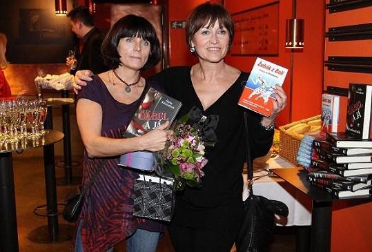 Spisovatelka Šárka Schmidtová s Petrou Černockou.