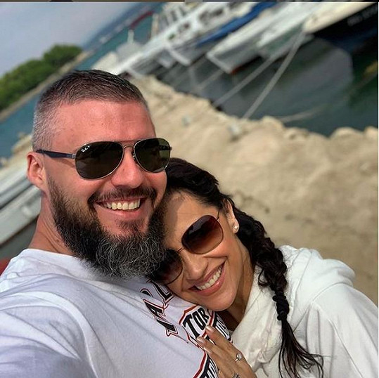 Takhle si spolu užívali letos na dovolené u moře.