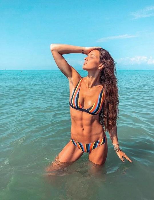 Bez sexy póz v moři by to nebyla pořádná dovolená.