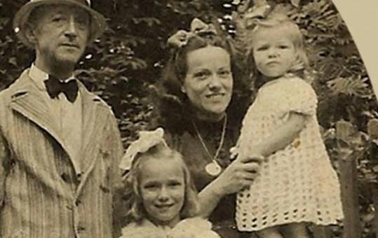Carmen Mayerová na rodinné fotografii.