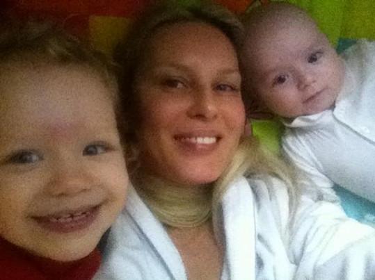 Simona Krainová s dětmi.