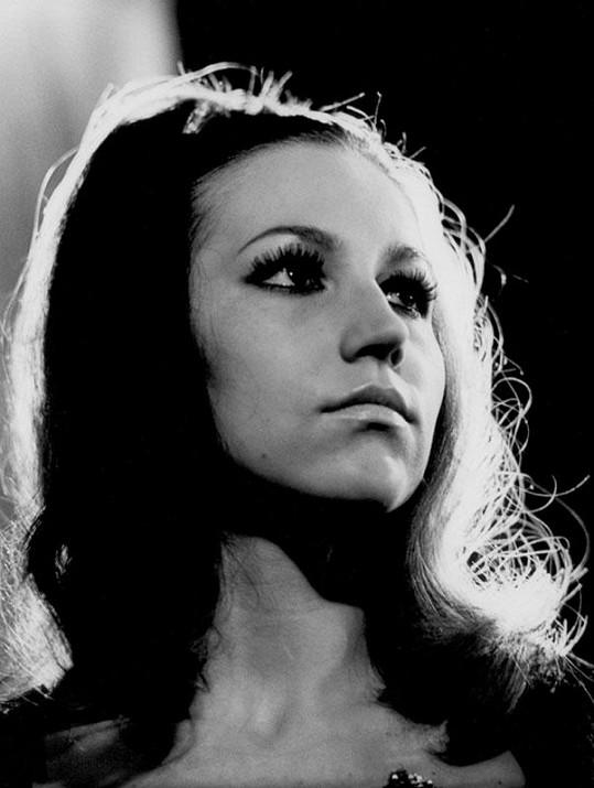 V písničkovém seriálu Píseň pro Rudolfa III. zpívala svou Modlitbu pro Martu.