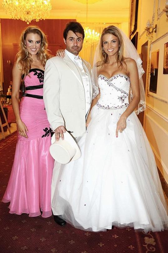 S Katkou Průšovou a Mirkem Šimůnkem předváděli i oblečení na svatbu.
