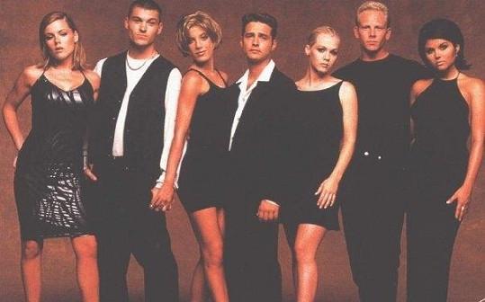 Kathleen (vlevo) a její herečtí kolegové ze seriálu Beverly Hills 90210.