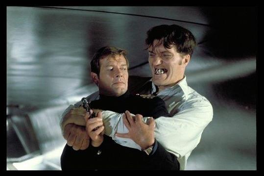Richard Kiel ztvárnil v bondovce s Rogerem Moorem obřího zloducha.