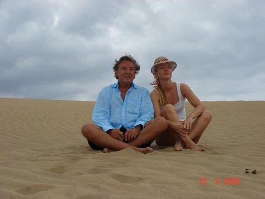 Dominika na dovolené s tátou v roce 2006.