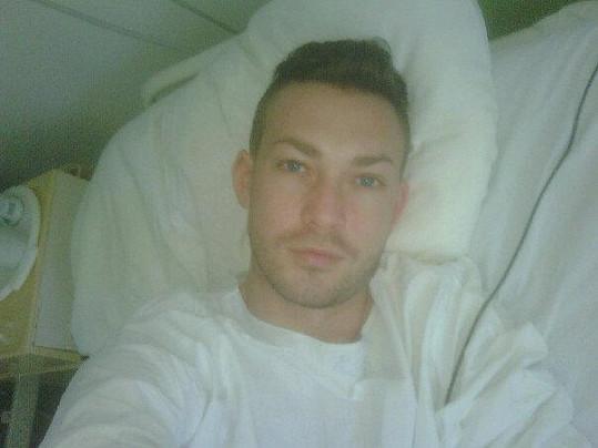 Zesnulý vizážista Alexander Branislav Hromek, jedna z posledních fotografií z nemocnice