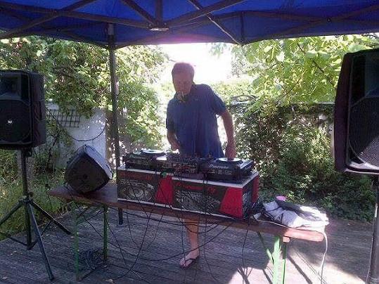 DJ Loutka už hraje v hudebním nebi.