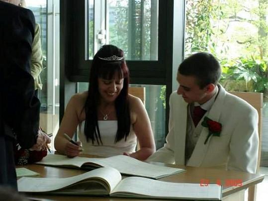 O tři roky později se vzali.