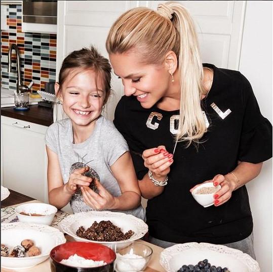 Hlavně díky Lauře je doma napečeno mnoho druhů cukroví.