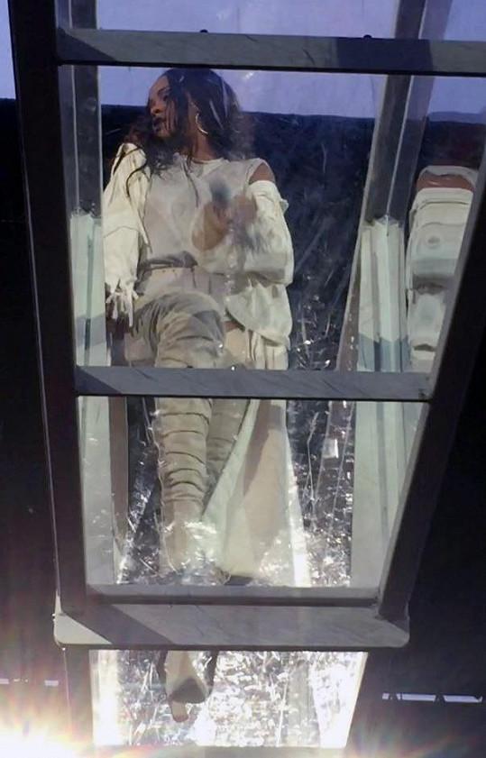 Průhledná rampa je součástí zpěvaččina posledního turné.