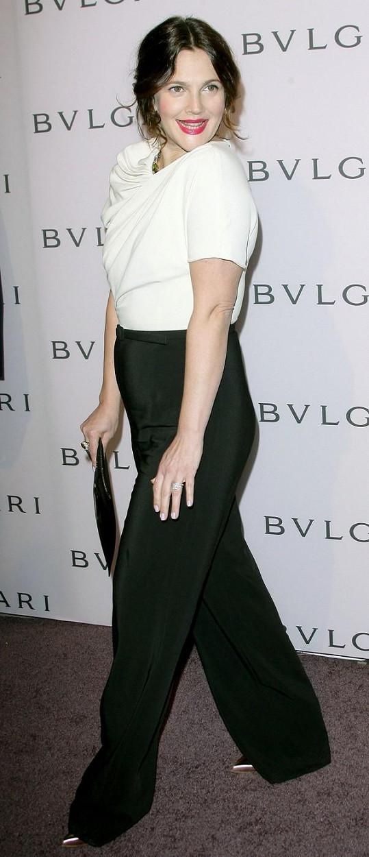 Drew Barrymore jako brunetka.