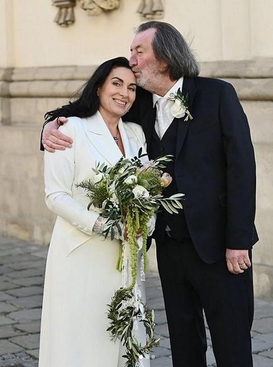 Herec se po 24 letech vztahu oženil.