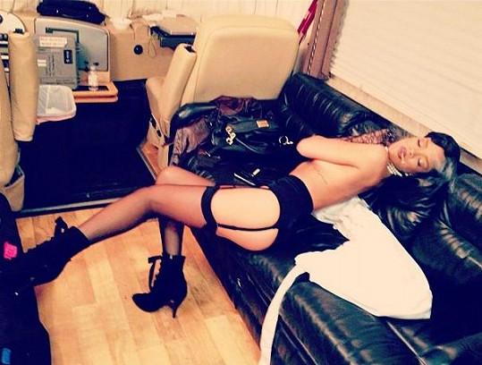 Přesně na tyto snímky Jessie J narážela...