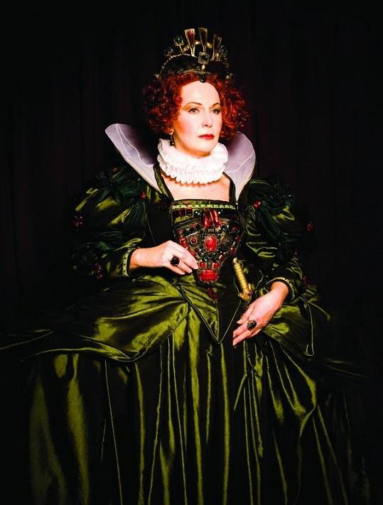 Eliška Balzerová jako Královna Alžběta I.