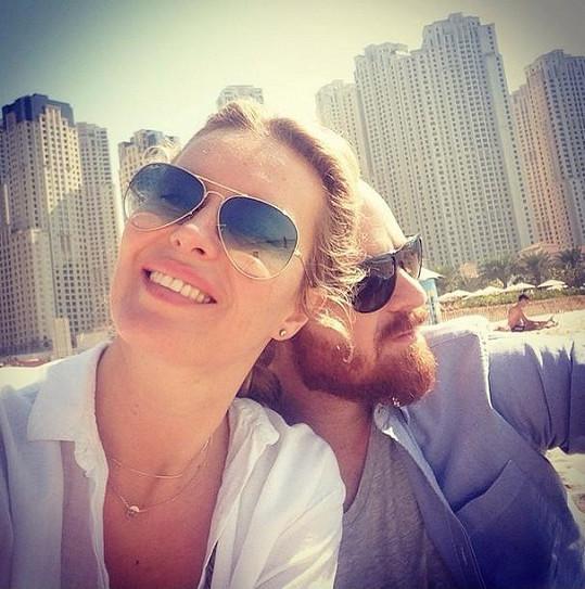 Simona s manželem Karlem a dětmi byli nedávno v Dubaji, teď míří na Floridu.