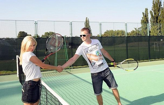 Tenis už je uvěřitelnější.