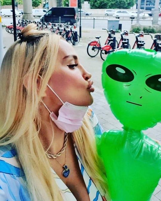 Abbie Bela tvrdí, že ji unesli mimozemšťané.