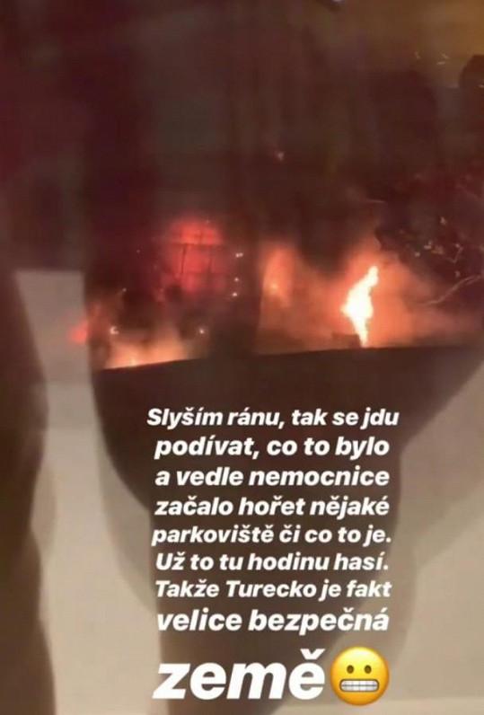 Z okna turecké nemocnice pozorovala Třešničková velký požár.