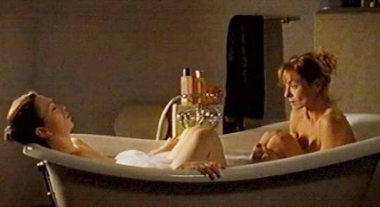 Zuzana Stivínová a Vilma Cibulková během společné koupele ve vaně
