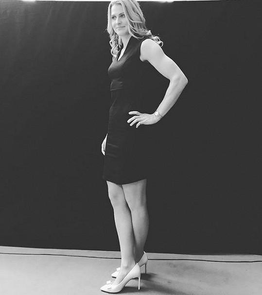 Lucie Šafářová si v těchto šatech přišla pro cenu Zlatý kanár.