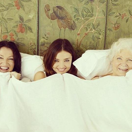 Miranda Kerr s maminkou a babičkou na archivním snímku